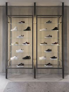 Home - Retail Focus Shoe Store Design, Retail Store Design, Retail Shop, Fashion Retail Interior, Feature Wall Design, Shoe Wall, Perfume Store, Shoe Display, Retail Merchandising