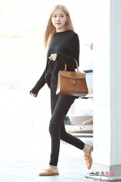 Blackpink Fashion, Fashion Idol, Korean Fashion, Fashion Dresses, Classic Fashion, South Korean Girls, Korean Girl Groups, Look Rose, Lisa