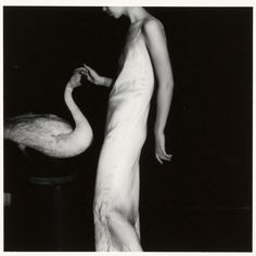 The sinuous lines of Francesca Woodman (1975-1978).