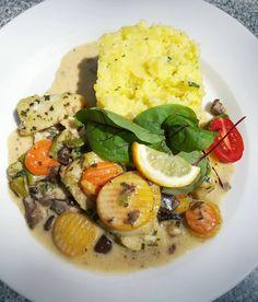 Dzień dobry! Dzisiaj na danie dnia polecamy karmazyna z warzywami w sosie podgrzybkowym z puree ziemniaczanym i kiszoną kapustą. Serdecznie zapraszamy!#podorlem #kartuzy #trojmiasto #polishcusine #food #podorlemkartuzy #kaszuby #bestteamever #najlepszykucharz #niebowgębie #restauracja #obiad #ryba