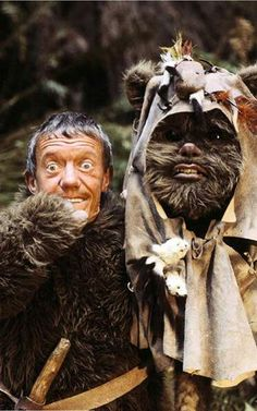 Kenny Baker played R2D2 AND an ewok. / Star Wars behing the scenes