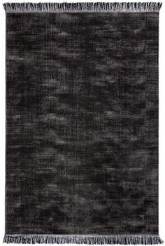 Antracytowy czarny dywan włoski cieniowany