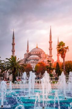 Prepare to be awed by Istanbul's magnificent architecture, rich history and eclectic bazaars as you discover the unmissable highlights of the Old City on a full-day private tour!