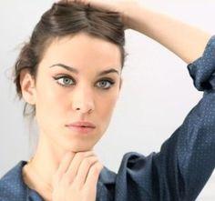 LOVE this makeup! Urban, really anywhere. Liner C'est toujours par cette étape qu'Alexa entame son make-up. Je commence donc par dessiner une virgule bien courbée grâce au Liner Feutre Bourjois, ...
