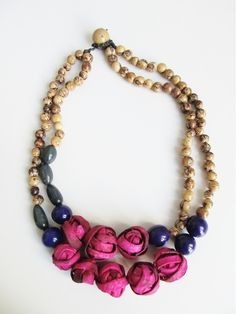Crafted, eco-friendly, seed beaded necklace with pink orange-peel spheres #flechada
