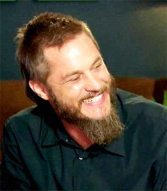 fuck yeah Travis Fimmel. He looks just as amazing without all the make up and scalp tatts.