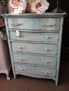 This item is no longer available; however we have 43,000 Square Feet of fun to browse through. ***** Please stop in at Main Street Antique Mall 7260 E Main St (east of Power RD on MAIN STREET) Mesa Az 85207 **** Open 7 days a week 10:00AM-5:30PM **** Call for more information 480 924 1122 **** We Accept cash, debit, VISA, MasterCard or Discover.
