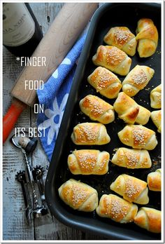 Croasant bites with feta cheese filling for my new love of feta cheese Finger Food Appetizers, Appetizer Dips, Appetizer Recipes, Greek Recipes, Pie Recipes, Cooking Recipes, The Kitchen Food Network, Mini Tart, Fast Recipes