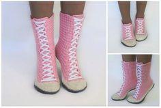 Jetzt Damen-Stiefel // Hausschuhe // Haussocken // Sneaker häkeln. Hol Dir gleich Deine Lieblingswolle und dann leg los mit den Trend-Schuhen. Viel Spaß.
