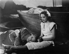 Robert Mitchum as Jeff Bailey and Jane Greer as Kathie Moffat in Out of the Past