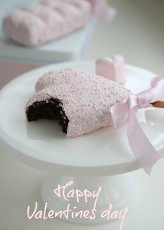 Valentine brownie pops. <3