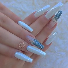 White nail polish spells out peace and elegance no matter where you see it. Especially when it comes to nails, there is no limit to the experimentation! Blue Coffin Nails, Cute Acrylic Nails, Blue Nails, White Nails, White Chrome Nails, Fancy Nails, Pretty Nails, Nail Manicure, Diy Nails