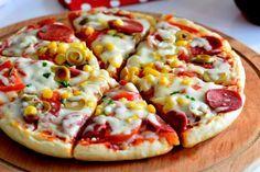Ve kaşar peynirlerini dilip Pizza Recipes, Cooking Recipes, Healthy Recipes, Pain Pizza, Pizza Legume, Pizza Ingredients, Turkish Recipes, Hawaiian Pizza, Food Presentation