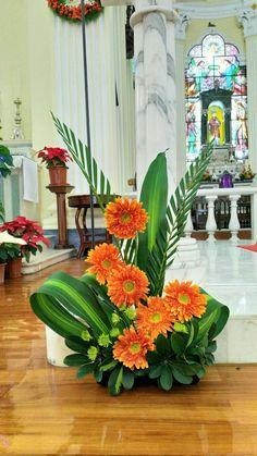 Choosing The Flower Arrangements For Church Wedding Contemporary Flower Arrangements, Tropical Flower Arrangements, Funeral Flower Arrangements, Beautiful Flower Arrangements, Beautiful Flowers, Altar Flowers, Church Flowers, Funeral Flowers, Altar Decorations