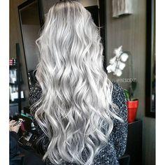 Silver hair color melting to gray hair color by Linh Phan Long hair long wavy hair www.hotonbeauty.com