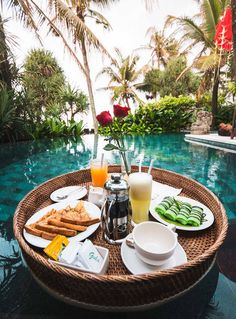 Floating breakfast in 1 bedroom private villa Breakfast Around The World, Voyage Bali, Beach Villa, Dream Pools, Pool Days, Summer Aesthetic, Bali Travel, Luxury Life, Jacuzzi