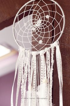 DIY Tutoriel Dreamcatcher Attrape-rêves Indian Arts And Crafts, Diy And Crafts, Dream Catcher Mobile, Native American Crafts, Weaving Projects, Boho Diy, New Things To Learn, Loom Knitting, String Art
