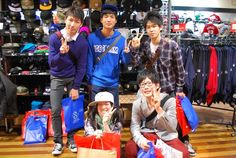 【大阪店】2014.11.03 北海道函館から修学旅行で遊びに来てくれました^^いっぱい食べ物食べてきたそうで色々楽しいはなしさせて頂きました!!また来てくれると約束してくれました!またお会いしましょうね^^