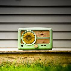 Lilly's - Vintage Retro Radio by Cuba Gallery Via. Radio Vintage, Antique Radio, Vintage Music, Love Vintage, Vintage Green, Vintage Style, Poste Radio, Retro Radios, Transistor Radio
