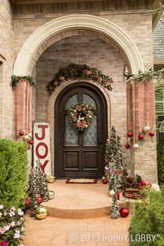 This year, Christmas makes a grand entrance with our joyful mix of holiday florals, ornaments, trimmings & home decor.