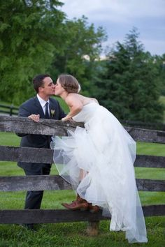 Country Chic Virgina Silverbrook Farm DIY Wedding | Photograph by Margarita Dussan Photography  http://www.storyboardwedding.com/country-chic-virginia-wedding-at-silverbrook-farm-diy-decor/