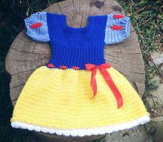 Vestido confeccionado em crochê em fio antialérgico Detalhes fitas e laço para cabelo Cor - azul, branco e amarelo Tamanhos 6 a 9/ 9 a 12/ 12 a 18 meses