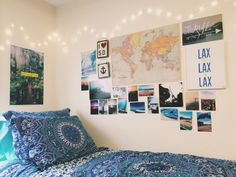 Dorm wall decor can brighten up any dorm room! Here is all of the dorm wall decor looks that you'll want for your college dorm! Dorm Room Walls, Cool Dorm Rooms, Uni Room, Dorm Room Posters, College Room Decor, College Dorm Rooms, Travel Room Decor, Travel Bedroom, College Walls