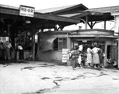 昭和30年代の阿佐ヶ谷駅 Japanese Artwork, Old Photography, Japanese Streets, Tokyo Japan, Train Station, Nostalgia, Scenery, Street View, Black And White