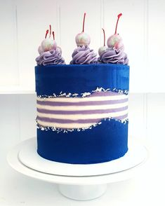 Fault line Cake - When you get full creative control, beautiful things happen ❤ Create this look using our cake comb, silver leaf, piping tip + piping… Cakes To Make, Just Cakes, Fancy Cakes, How To Make Cake, Cupcakes, Cake Cookies, Cupcake Cakes, Drip Cakes, Pastel Mickey