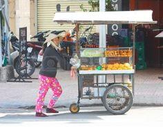 7241334-ho-chi-minh-city-vietnam--june-10-2010--a-vietnamese-bread-stall-vendor-sells-bread-along-the-road-s.jpg (400×312)