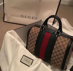 ee7178336d Gucci Blooms GG Supreme Boston Bag in Pink Leather Trim ...