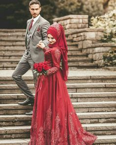 We have collected some unique wedding photography poses ideas 2020 for Pakistani couples. Here we present wedding photoshoot pictures of the bride and groom with their heart touching looks. Muslim Couple Photography, Pakistani Wedding Photography, Wedding Photography Poses, Makeup Photography, Muslim Wedding Dresses, Muslim Brides, Muslim Dress, Bridal Hijab, Wedding Hijab