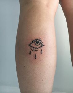 Tattoo trends come and go, but delicate, feminine tattoos will always be a classic. In the depths of our research for our next one, we discovered that hand-poke tattooing—also known as… Dainty Tattoos, Feminine Tattoos, Dope Tattoos, Pretty Tattoos, Body Art Tattoos, Tatoos, Sleeve Tattoos, Leg Tattoos, Tattoos On Hand