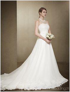 [2015 S/S 컬렉션] 기품이 느껴지는 웨딩 신, 모리엠 바이 서영 < 웨딩뉴스 < 웨딩검색 웨프 One Shoulder Wedding Dress, Wedding Planning, Wedding Rings, Gowns, Bride, Wedding Dresses, Pose, Fashion, Vestidos
