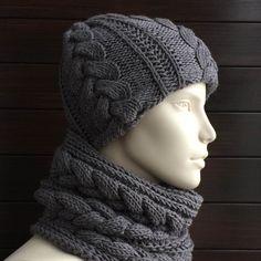 Кристина заказала такой комплектик из итальянской мериносовой шерсти. Шапка двухслойная, очень теплая. Очень мягкий гипоаллергенный комплект. #frautag_knittingfamily #wool #merino #knitting #handknitting #knitting #grey #вязаныйкомплект #вязанаяшапка #вязаныйснуд #косы #вязание #вязаниеназаказ #модноевязание #меринос #шерсть #ручнаяработа #ручнаявязка #вязаниедляженщин #модно #тренд