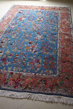 Uitzonderlijk Perzisch tapijt uit TABRIZ, ca 1970/1980.  Schitterend GOL-E-BOLBOL design op zijde!