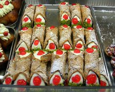 File:Cannoli siciliani.jpg