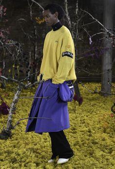 Fashion Hub, Tokyo Fashion, Fashion News, Paris Fashion, Mens Fashion, Fashion Trends, Raf Simons, Vogue Paris, Versace Jeans Couture