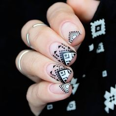 More nail ideas shared here! 😍😍So beautiful geometry nails manicured Gold Nail Polish, Best Gel Nail Polish, Gold Nails, Trendy Nails, Cute Nails, Nail Trends 2018, Indian Nails, Geometric Nail Art, Nail Art Brushes