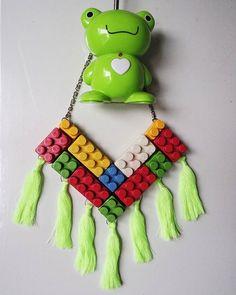 E tem mais acessórios divertidos chegando por aqui! Olha que lindo esse colar feito com linha corrente e peças de brinquedos reaproveitadas! #toys #toyart #brinquedos #lego #acessorios #modicesinspira #tonoadorofarm #vscobrasil #vsco #vsco #sejaecool #ecool #sustentavel #sustentabilidade #sustainablefashion #acessories #moda #fashion #lookdodia by sejaecool http://ift.tt/1srYjxz