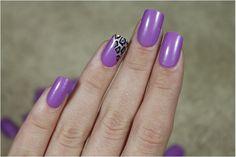 Dê um toque diferente para suas unhas, decorando a filha única com estampa de oncinha, só que na transversal! Unhas perfeitas!!! Tudo para suas unhas em: www.lojadeesmaltes.com.br