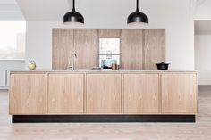 Timber Kitchen, Kitchen Modular, Home Decor Kitchen, Kitchen Interior, Home Kitchens, Skandi Kitchen, Minimalist Kitchen, Modern Kitchen Design, Kitchen Styling