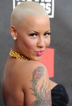 Amber Rose In November 2011 she became the spokesperson for Smirnoff and appeared in televisions ads and billboards for the company's new flavors Whipped Cream and Fluffed Marshmallow Amber Rose Style, Bald Head Women, Dorothy Rose, Blonde Celebrities, Celebs, Natural Hair Styles, Short Hair Styles, Bald Hair, Shaved Head
