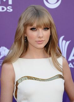 Taylor Swift at Academy of Country Music Awards - 2012. Lovin' the smokey eye :)