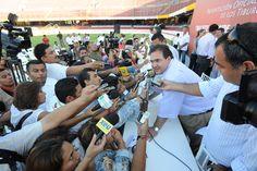 """El Gobernador de Veracruz, Javier Duarte de Ochoa, presentó la nueva directiva y el cuerpo técnico de los """"Tiburones Rojos del Veracruz"""" en Boca del Río."""