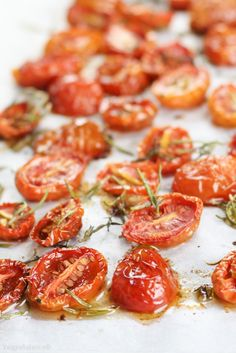 How to Perfectly Roast Tomatoes - Cooking Styles Oven Roasted Tomatoes, Roasted Vegetables, Fruits And Veggies, Oven Dried Tomatoes, Roasting Tomatoes For Sauce, Roast Tomatoes In Oven, Heirloom Tomatoes, Vegetable Recipes, Vegetarian Recipes