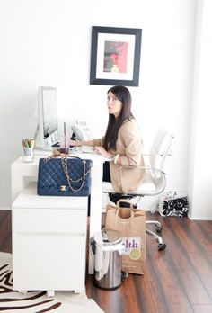 Style Cusp: Home // Office Style. In my previous post I show some elements used for amazing office ideas. Well, this is one of them. Home Office Space, Office Workspace, Office Interior Design, Office Interiors, Bright Office, Apartment Chic, Workspace Inspiration, Scandinavian Home, Office Fashion