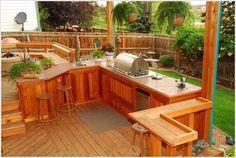 Realizzare un patio che comprenda ampi piani di lavoro per la cucina