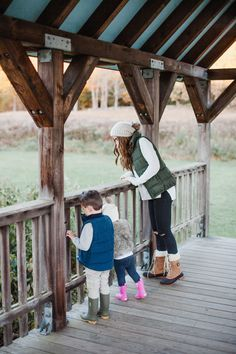 Life and style blogger Lauren McBride shares Free Fall Family Activities to take in the sights and celebrate the fall season outdoors with your family.