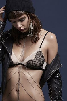 With delicate bralettes to structured leather bras - you're bound to find something you desire at Nasty Gal! We dare you to show restraint